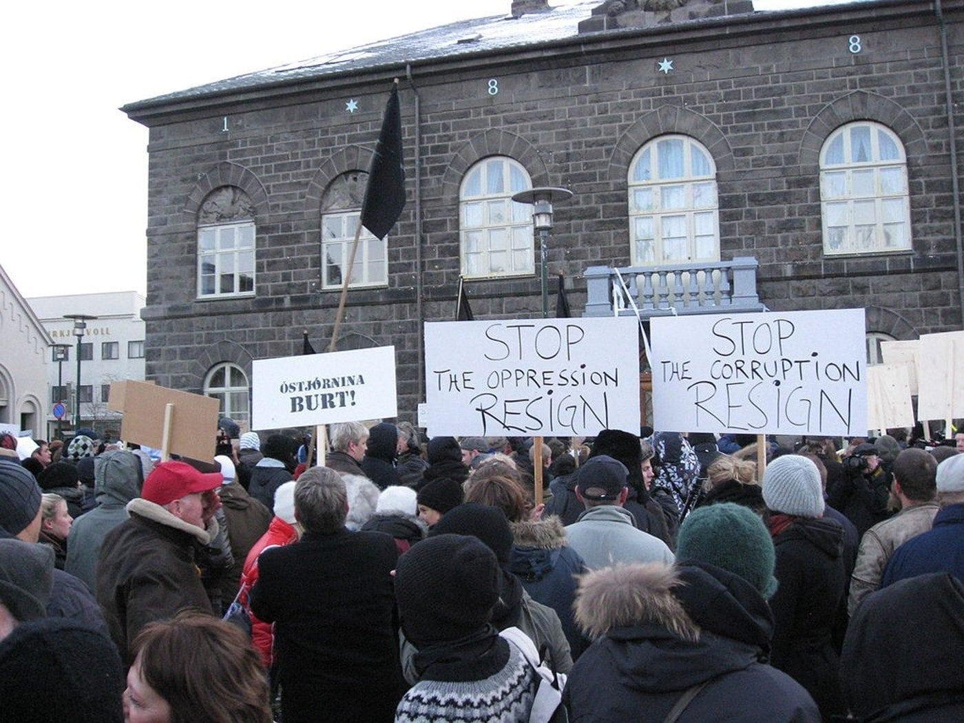 Iceland protestors 1500